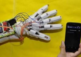 Crean guante traductor para sordos