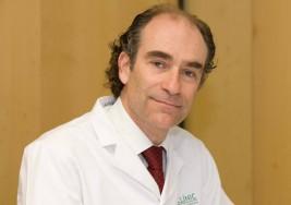 Un medico gallego dirige el primer ensayo clínico para tratar la esclerosis múltiple con terapia celular