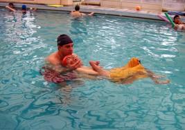 Terapia acuática para niños con parálisis cerebral