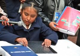 """Presentan versión braile del """"Libro del Mar"""" en Bolivia"""