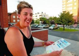 Una enfermera diseña un pictograma para facilitar la comunicación con pacientes sordos