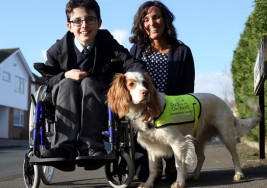 Perros ayudan en el desarrollo de niños con parálisis cerebral y síndrome de Down