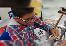 Niño ideó bastón electrónico para sordos y ciegos