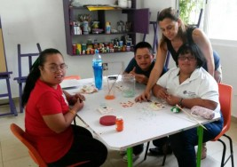 Buscan voluntarios para fundación de niños con síndrome de down