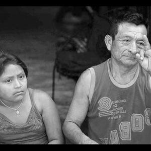 Indigenas Myas hablando en lengua de señas.