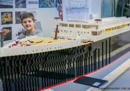 Niño con autismo construye réplica del Titanic con Lego