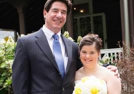 Padre escribe emotiva carta a su hija con síndrome de Down el día de su boda