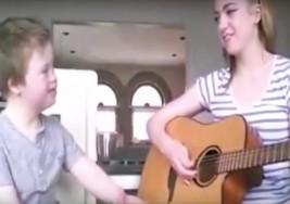 Niño con síndrome de Down canta la canción Titanium de David Guetta y se vuelve viral