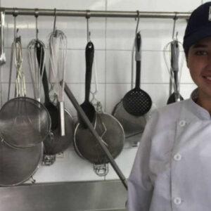 Lizeth Arce en una de las cocinas de la Escuela de Gastronomía Mariano Moreno.