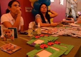 Ofrecen regalos y un mejor futuro a niños con autismo