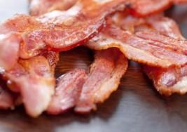 El tocino y otras carnes procesadas podrían causar cáncer: OMS