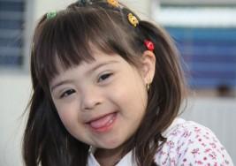 Músicos y humoristas acompañan a niños con síndrome de Down en un calendario