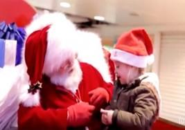 Emotivo video de Santa platicando con una pequeña que padece sordera
