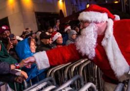 Santa hizo muy feliz a un niño con autismo