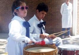 Escolares ciegos y de baja visión celebran integración con música