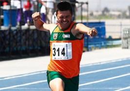 Tamaulipecos reciben como ídolo a deportista con Síndrome de Down