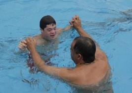 Gastón, el guardavidas con síndrome de Down que trabaja en un club de Córdoba