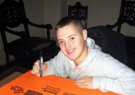 Le niegan el título oficial a un joven con síndrome de Down que terminó el secundario