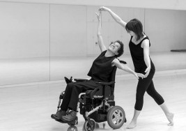 La vida con esclerosis múltiple, en el Aulario de la UPNA