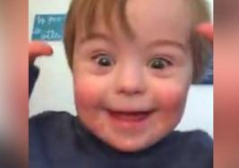 El tierno vídeo del niño con Síndrome de Down recitando el abecedario que ha emocionado la red