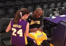 Kobe Bryant hace feliz a una niña especial