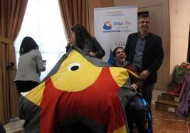 Artistas españoles diseñan 25 pufs en favor de personas con parálisis cerebral