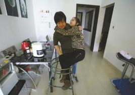 El amor materno le da fuerzas a una joven china con parálisis cerebral para convertirse en novelista