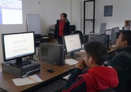 Ofrecen curso de computación para personas sordas en San Luis Potosí
