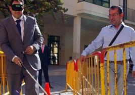 ONCE instala un circuito de obstáculos para vivir el día a día de los ciegos