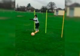 Niño con parálisis cerebral sorprende al mundo jugando al fútbol