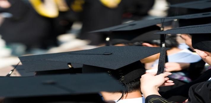 Dos gemelos, uno con síndrome de Down, se gradúan y ahora están en la universidad