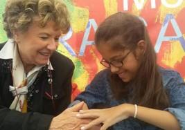 Es argentina, tiene 13 años, sufre de parálisis cerebral y ganó un prestigioso premio literario en Italia