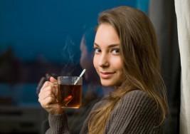 ¿Tienes dificultades para conciliar el sueño? Consume té de banana y canela antes de dormir
