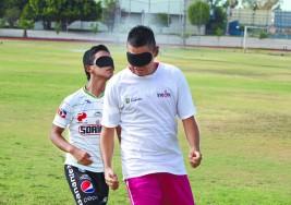 Surge en Coahuila equipo de futbol de invidentes