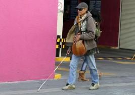 Invidentes piden castigar a delincuentes que se fingen ciegos