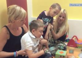Tapones de plástico que ayudan a niños con parálisis cerebral