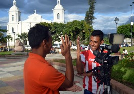Escuela de sordos y ciegos: lanza campaña por segundo aniversario