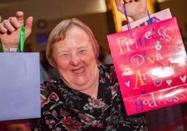 Cumplió 75 años y se convirtió en la mujer más adulta con Síndrome de Down