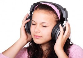 Los audífonos disparan la sordera precoz en los jóvenes