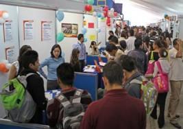 Joven con sordera reclamó en Feria de Empleo oportunidad para trabajar