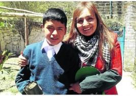 Niño con sordera es el mejor en matemáticas, afirma su profesora