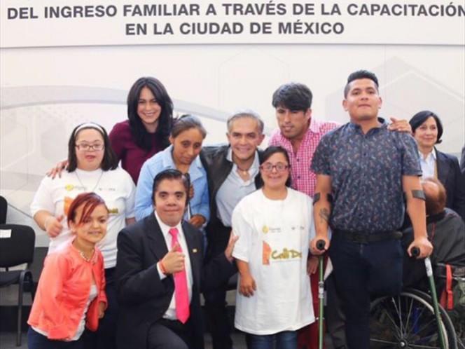 Administración capitalina abrirá 300 plazas para personas con discapacidad