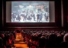 Un joven con parálisis cerebral se queja de no poder ir al cine porque no es accesible