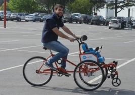 Diseñó una bicicleta para transportar y rehabilitar a personas con discapacidades