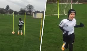 Tiene 9 años y parálisis cerebral, pero jugando al fútbol mejoró mucho su situación