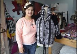 Diseñadora con síndrome de Down presenta su colección de moda en Roma y conoce al Papa