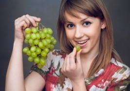 ¿Qué deseos debes pedir al comer las 12 uvas en año nuevo?