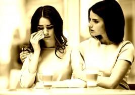 5 frases de 'aliento' que en realidad destruyen a tu amigo sufriendo de depresión (NO las uses nunca)