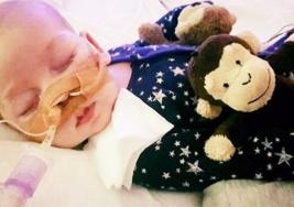 Padres luchan contra la corte para DETENER a los médicos en desconectar a su bebé del respirador artificial