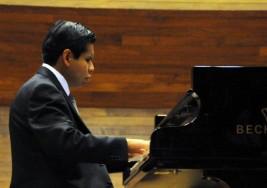 Alumno con ceguera se gradúa de licenciatura en música en la UNAM